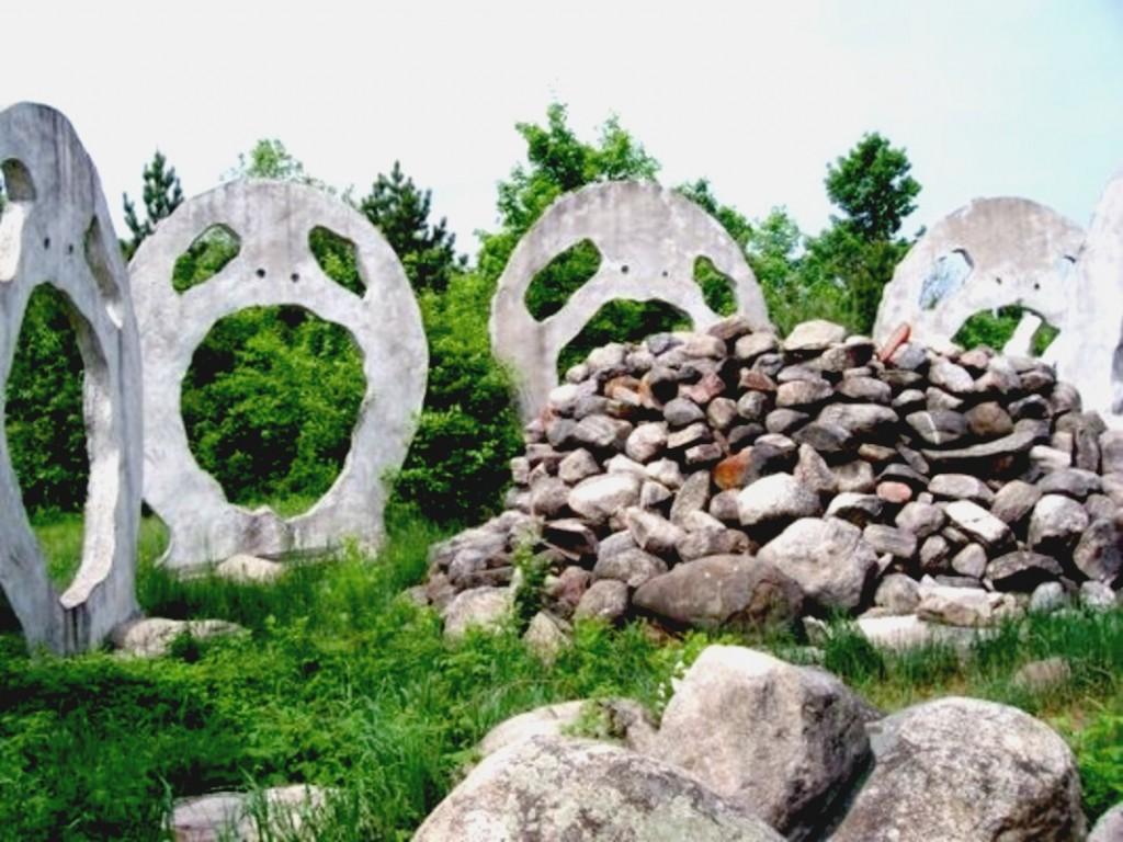 The Screaming Heads of Burks Falls, Ontario